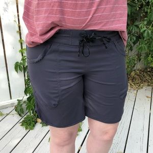 Grey board shorts 6/8